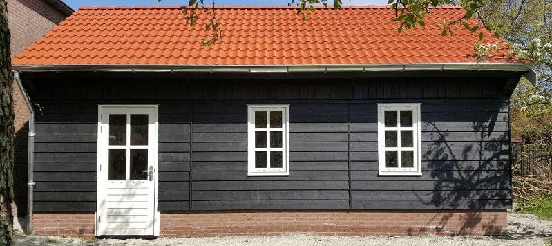 Voorkant houten garage